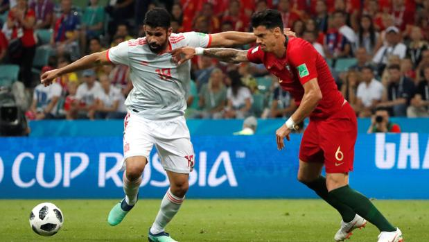 España mereció más, pero chocó con Cristiano y empató.