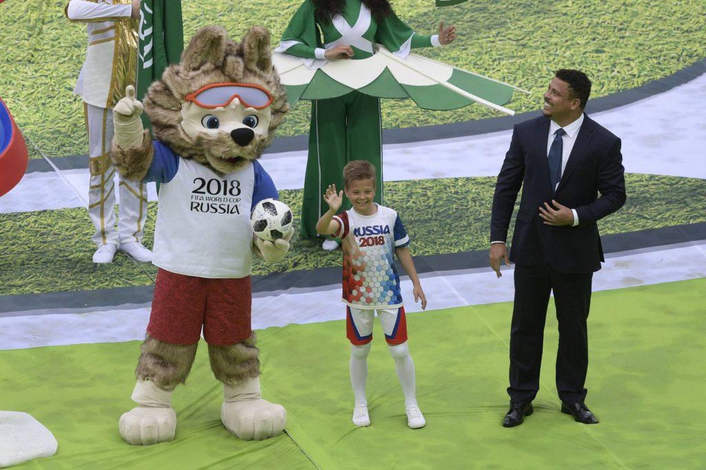 Ronaldo, una de las figuras centrales de la fiesta inaugural.