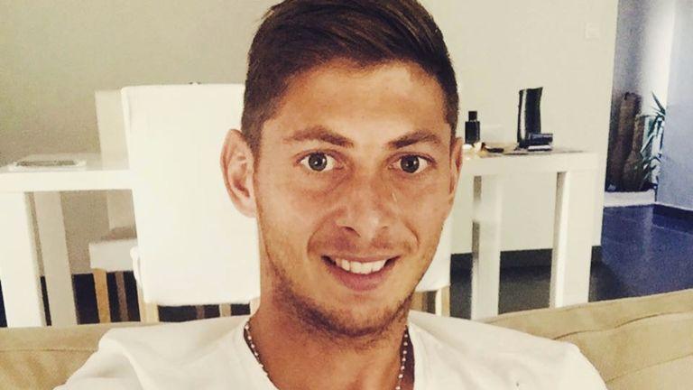La policía inglesa informó que se dejará de buscar la avioneta donde viajaba el futbolista argentino, Emiliano Sala.