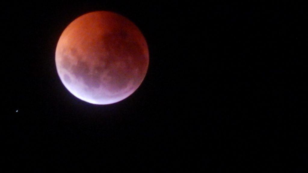 Postal de la superluna del pasado 21 de enero, la cual coincidió con un eclipse. PH ©Rodrigo Pereyra