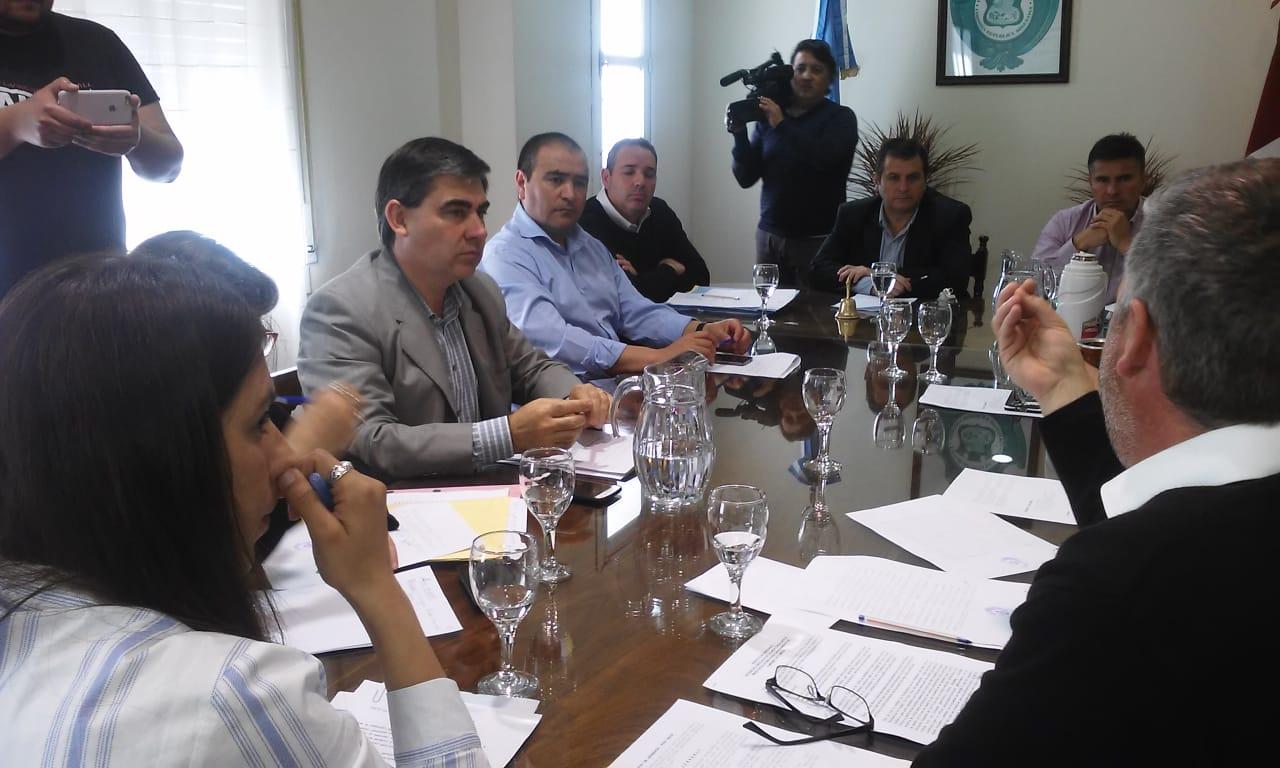 Tanto el Legislativo como el Ejecutivo dieron a conocer detalles de cómo y cuándo será el recambio de autoridades.