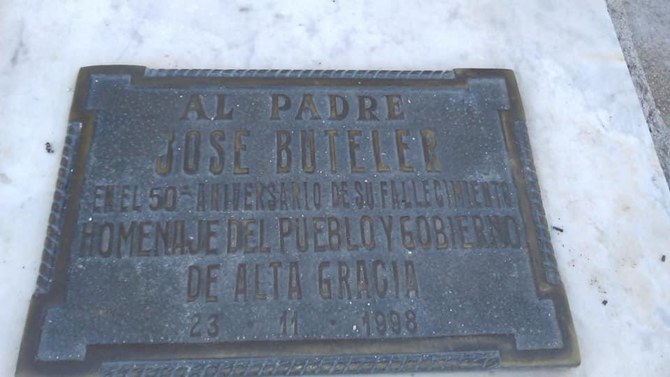 Placa recordatoria al Padre José Buteler en Alta Gracia