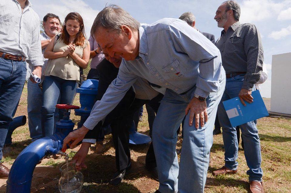 El gobernador Schiaretti inauguró una nueva red de agua potable en Toledo