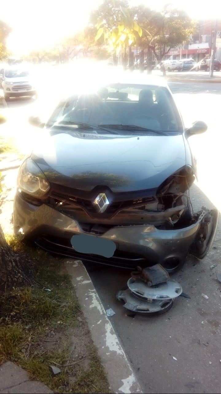 """Chocó un auto estacionado en Avenida del Libertador y se dio a la fuga por """"miedo"""""""