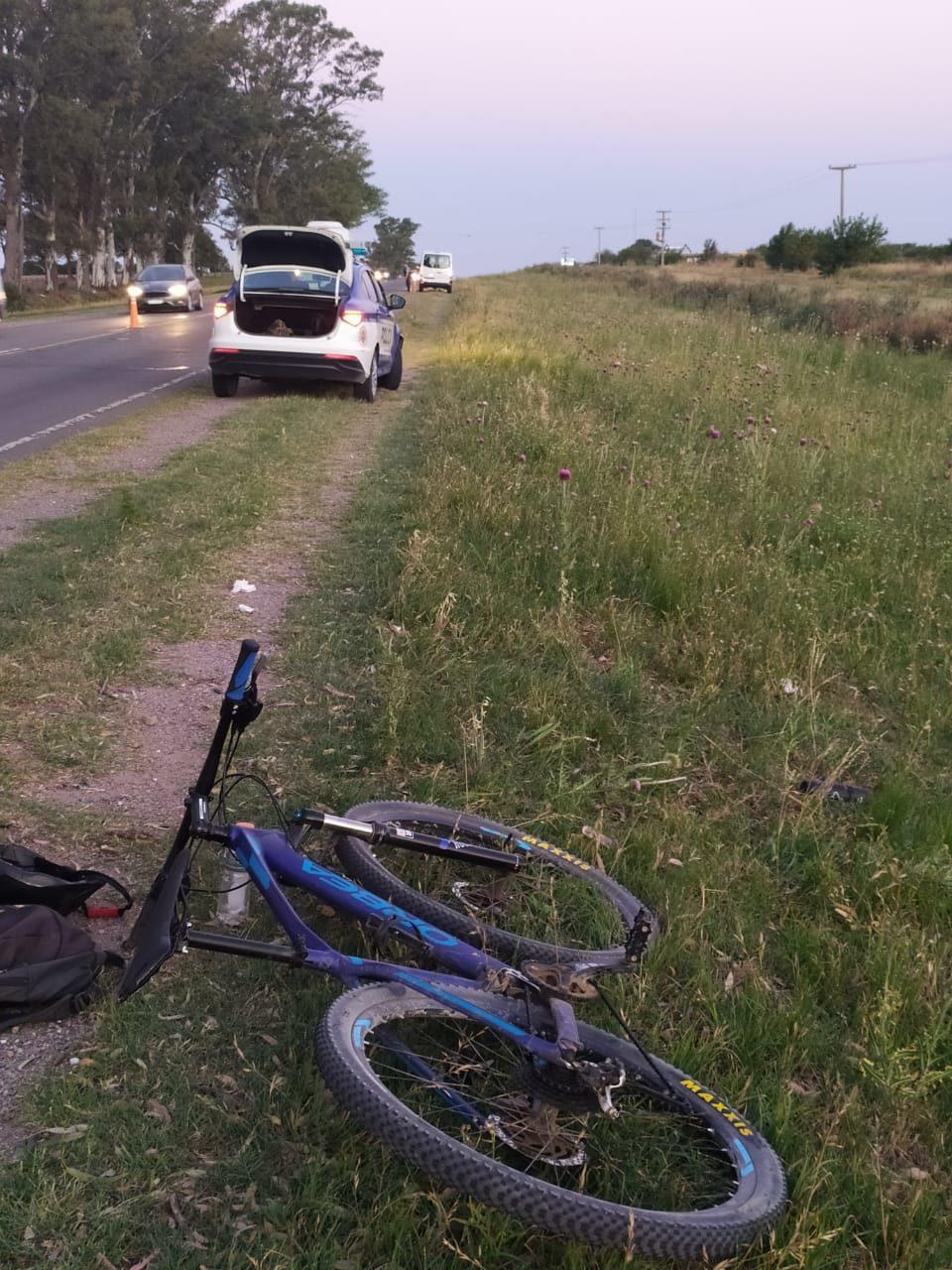 Un ciclista lesionado luego de rozar con el espejo de una camioneta