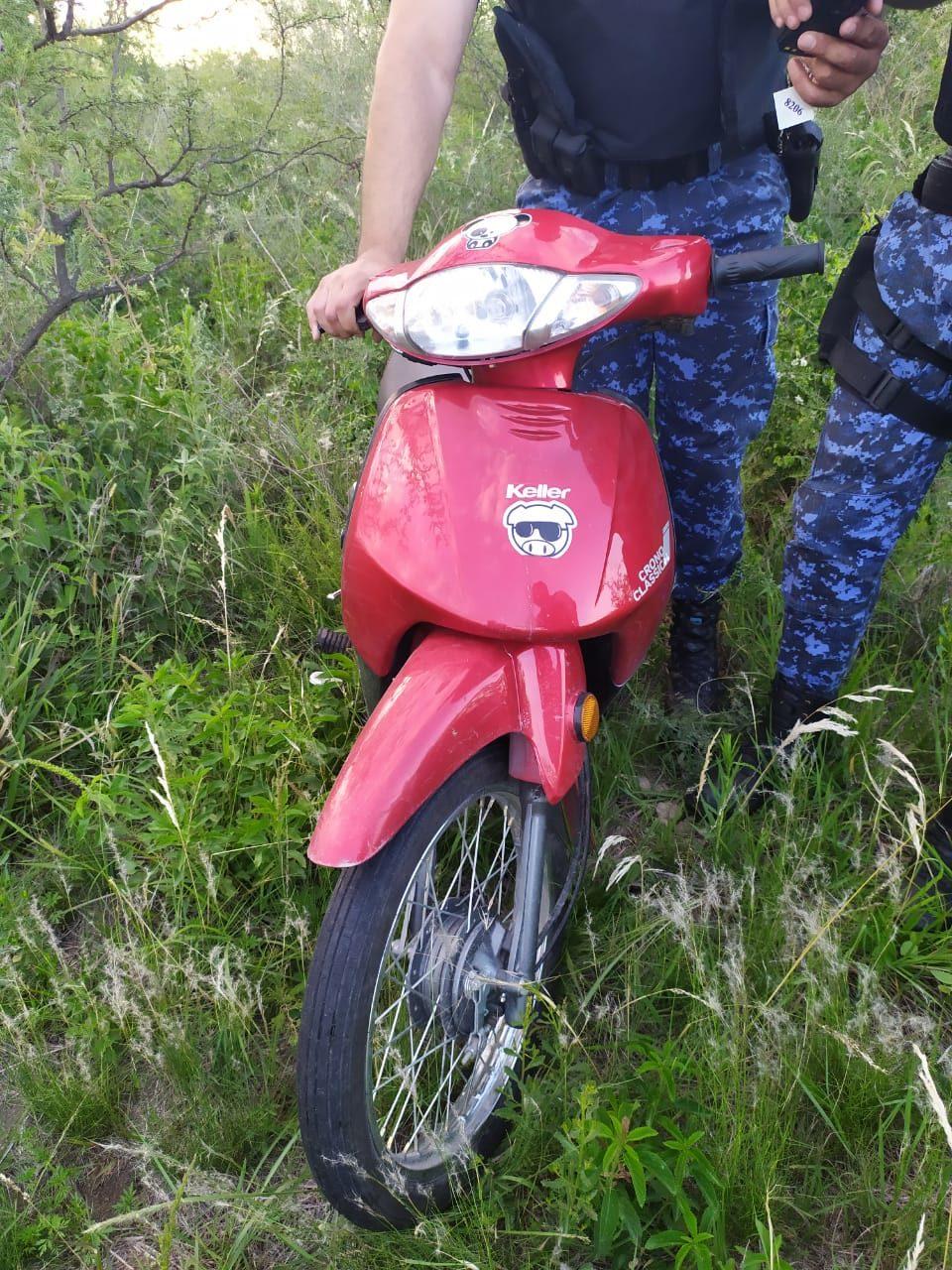 Encontraron entre la maleza una moto que había sido robada