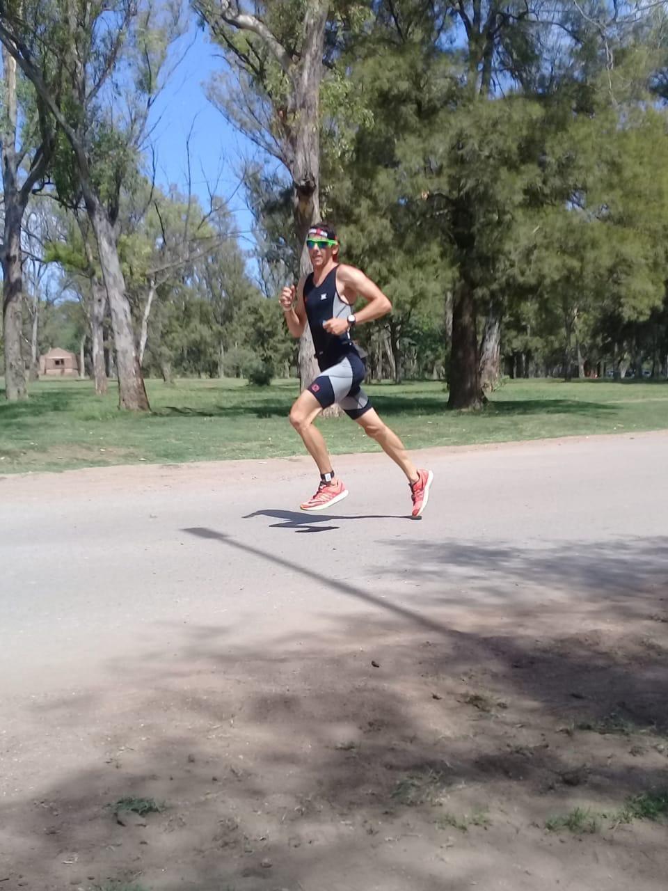 Juan Leonardi en la carrera de atletismo