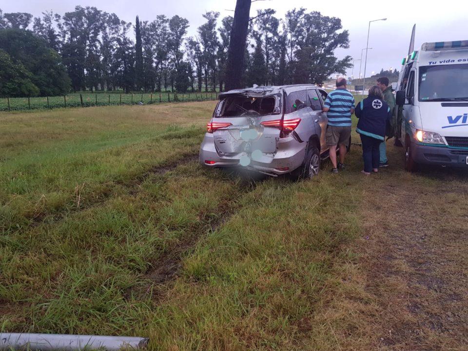 Despiste de una camioneta y dos heridos en Autovía 5