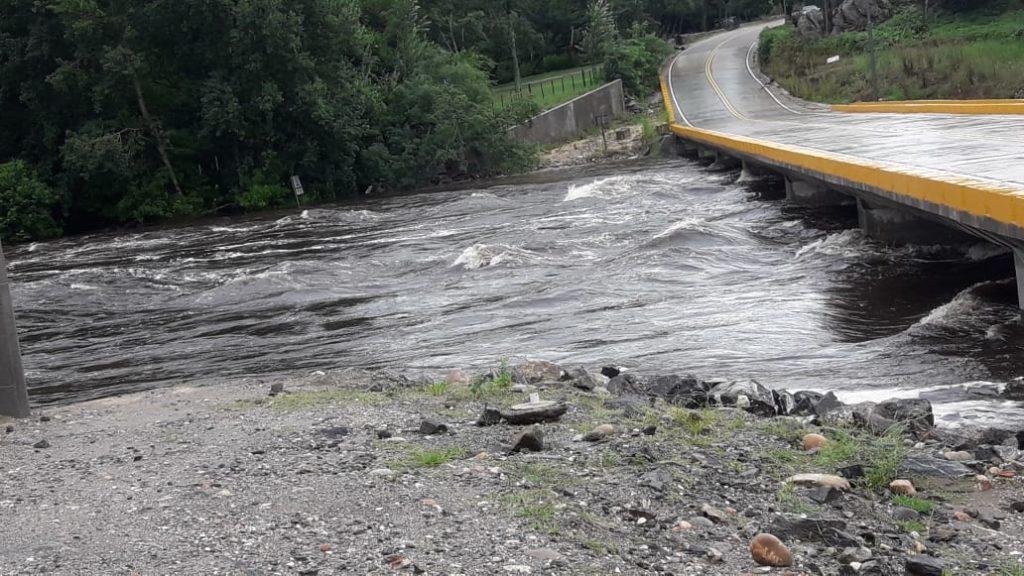 Fuerte creciente del río San José en San Clemente