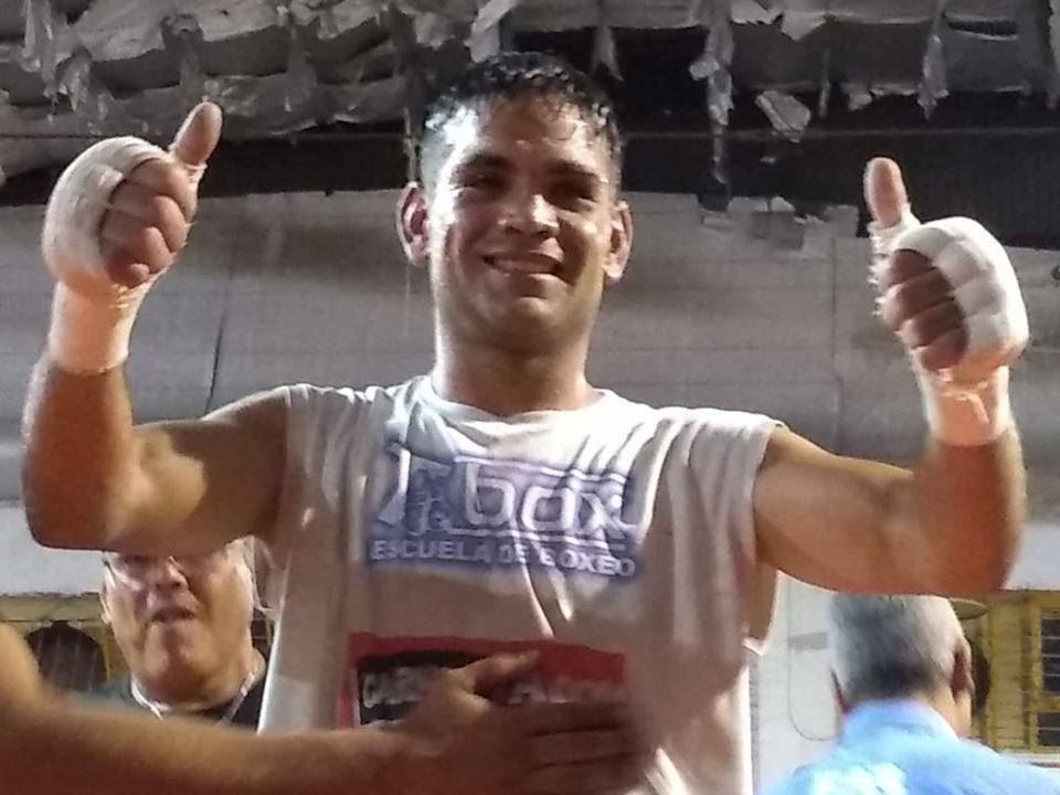 """Una noche """"de locos"""" la que propuso Pérez en Los Andes. Derrumbó a su rival en tres rounds."""