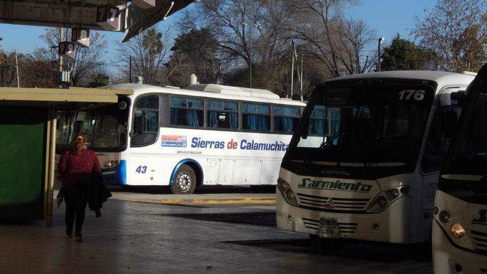 ¿Cómo es el funcionamiento del transporte interurbano y urbano?