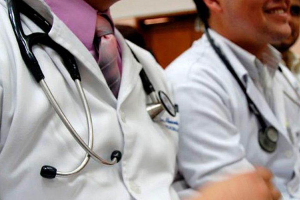 Se busca reforzar el sistema médico provincial. Se busca incorporar a 700 profesionales de la salud.
