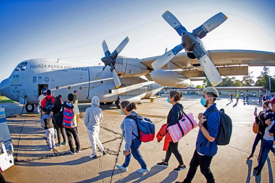 3.300 argentinos varados en el extranjero regresarán al país esta semana