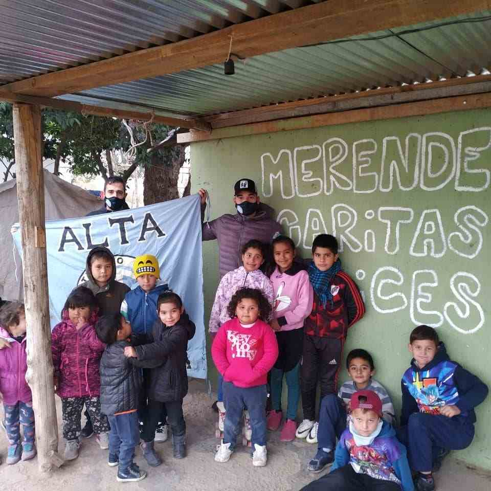 La filial Alta Gracia del Club Atlético Belgrano volvió a decir presente en un hecho solidario en barrios humildes de la ciudad.