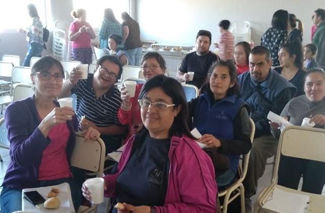 CRECER continúa con sus campañas solidarias para ayudar a 50 familias de la institución. Su director, Sergio López, contó que desde abril, entregan dos bolsones de alimentos por mes.