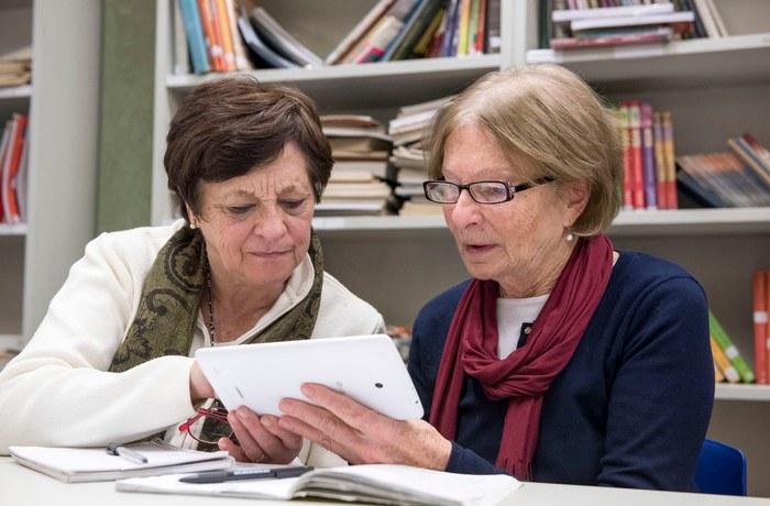 La UTN junto a diferentes organizaciones llevarán a cabo una capacitación para adultos mayores. El objetivo será que puedan interiorizarse en el mundo virtual del internet y del celular.