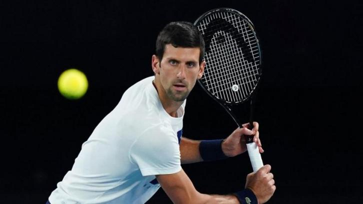 Novak Djokovic, el número 1 del tenis mundial dio positivo de Covid19 luego de organizar un torneo de tenis y una fiesta sin ningún protocolo.