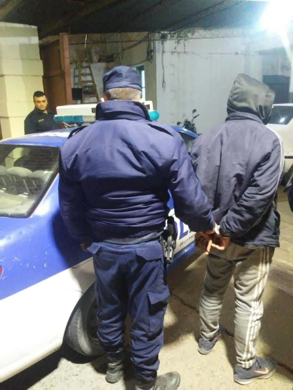 En La Quintana fue secuestrada una pistola. En Alta Gracia, se recuperó una moto. Detenidos.
