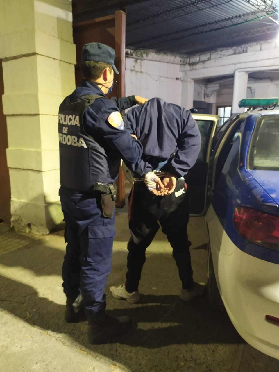 Ocurrió anoche en barrio Norte. Dos detenidos y secuestro del rodado y de herramientas varias.