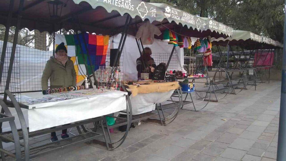Los artesanos de plaza Solares hacen un balance de la reapertura de la feria, y un análisis de su realidad.