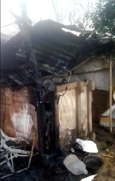 Las llamas del incendio de ayer llegaron hasta donde habita una familia de escasos recursos, en los límites del barrio.