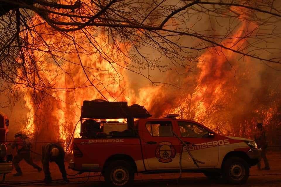 Los incendios arrasan el territorio de las sierras cordobesas en Punilla y ahora uno de los focos avanza hacia La Calera. En los últimos 18 años hubo más de 5 mil incendios en Córdoba