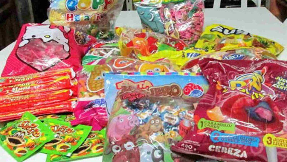 La colecta de leche, chocolate, juguetes y azúcar es para brindarles una merienda este domingo.