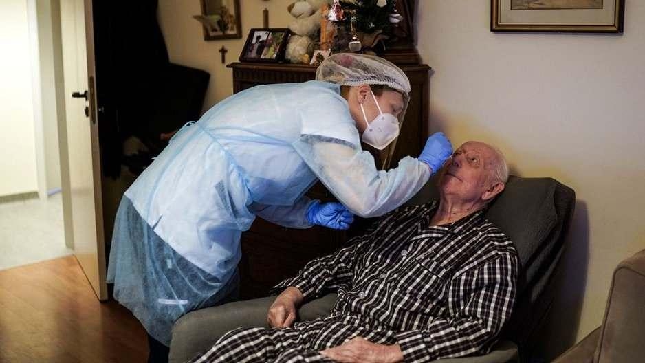 El caso se conoció el martes, pero nunca fue confirmado oficialmente por los sanitaristas locales. El abuelo está internado en un nosocomio privado. geriátrico local