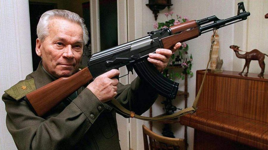 La maldita máquina de matar, el AK-47 Kaláshnikov ha sido y es el arma más mortífera que ha tenido la historia mundial.