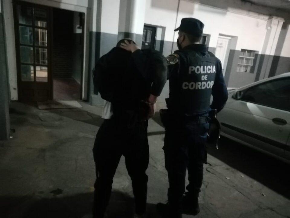 Lleno de vino el patrullero y terminó detenido