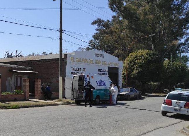 Una mujer lesionada fue el saldo del accidente de auto vs moto en Avenida Malvinas Argentinas hoy al mediodía.