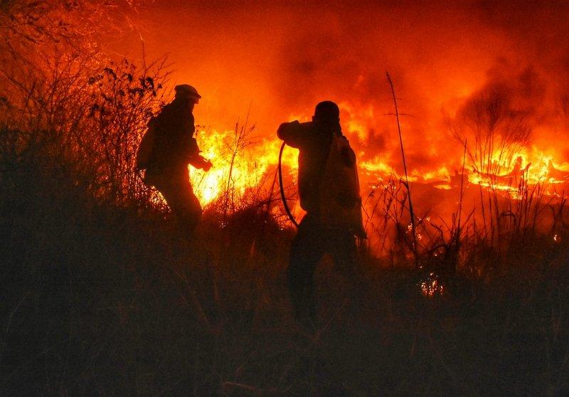 Trabajan en dos focos de fuego en el Valle de Paravachasca