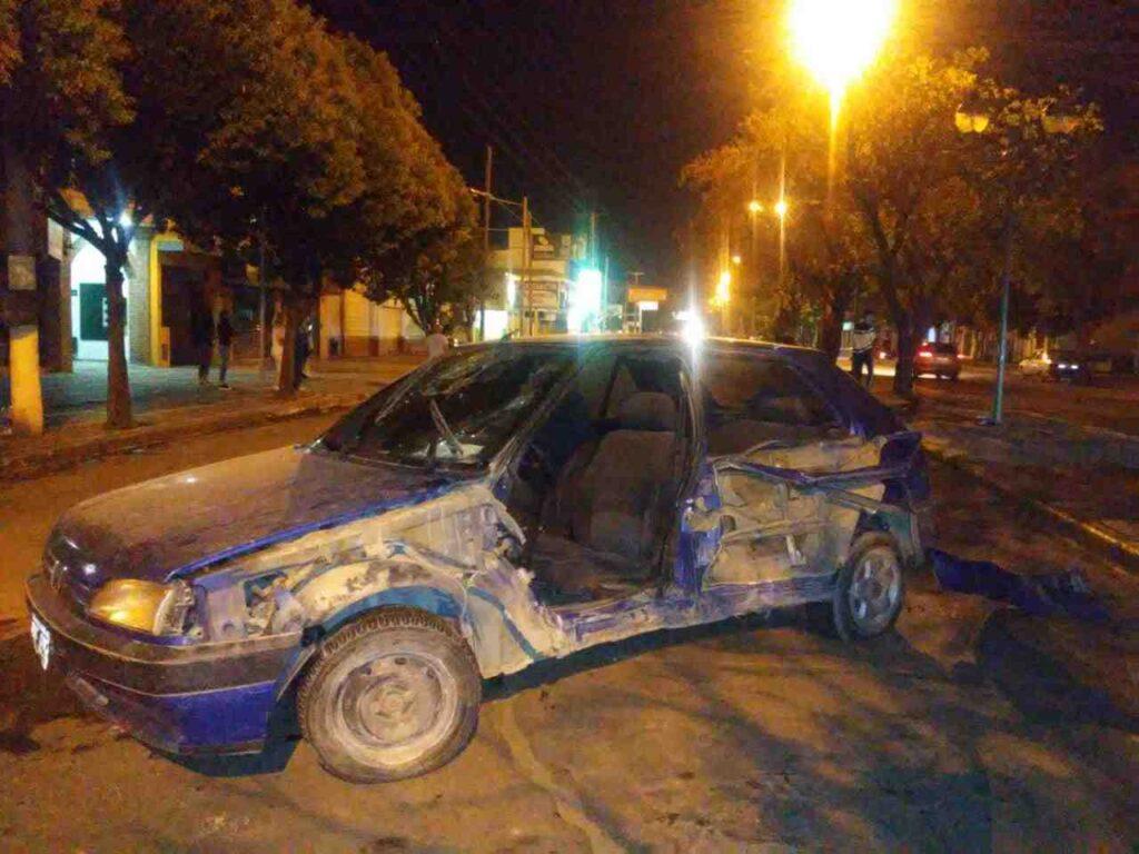 Una mujer mal herida tras tremendo accidente en Avenida Libertador