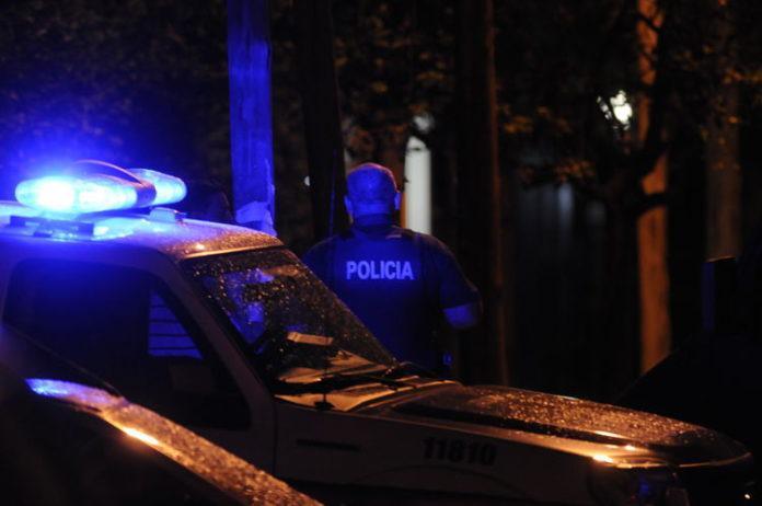 Un detenido por realizar maniobras riesgosas y agredir al personal policial