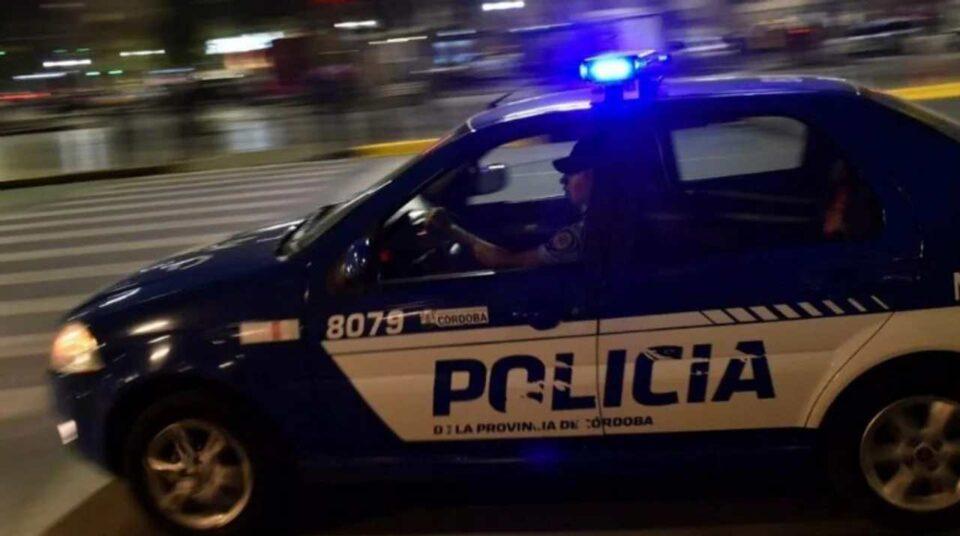 Córdoba: una mujer quiso tragarse 500 dólares falsos durante un operativo policial