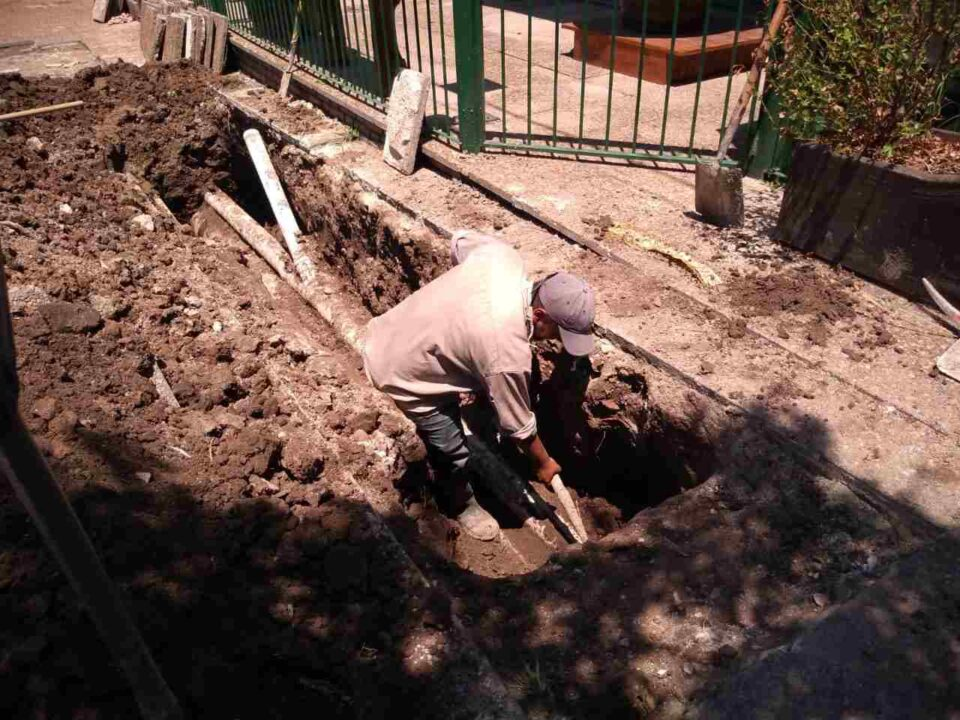 Se rompió un caño y quedaron sin distribución barrios Poluyán y Pellegrini