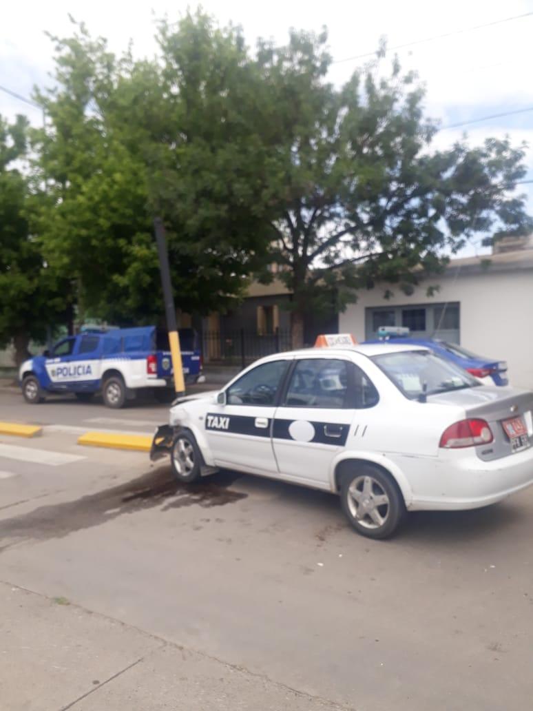 Chocó a un Taxi y huyó, no hubo heridos