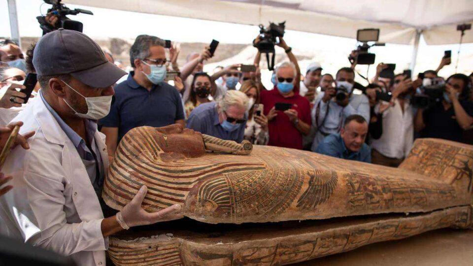 Tesoro arqueológico: descubren cien sarcófagos egipcios intactos