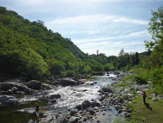 Se acerca la temporada de verano 2021. La comuna de Villa La Serranita ya compartió las nuevas aperturas para el inicio de la actividad turística en la provincia.
