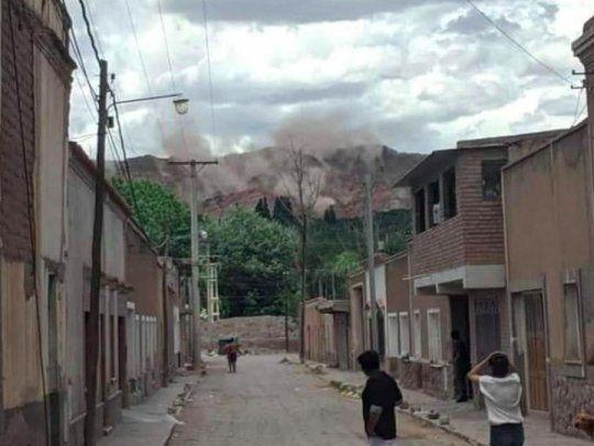 Fuerte temblor en Jujuy y Salta: así se desprendían los cerros