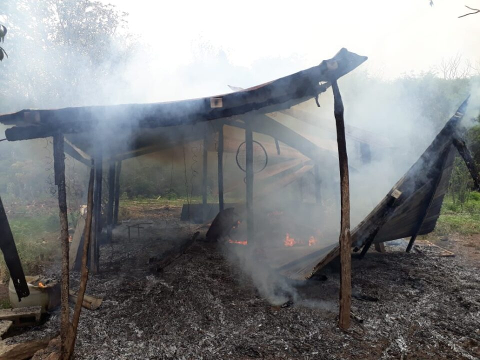 Incendio de un quincho sobre ruta E-56