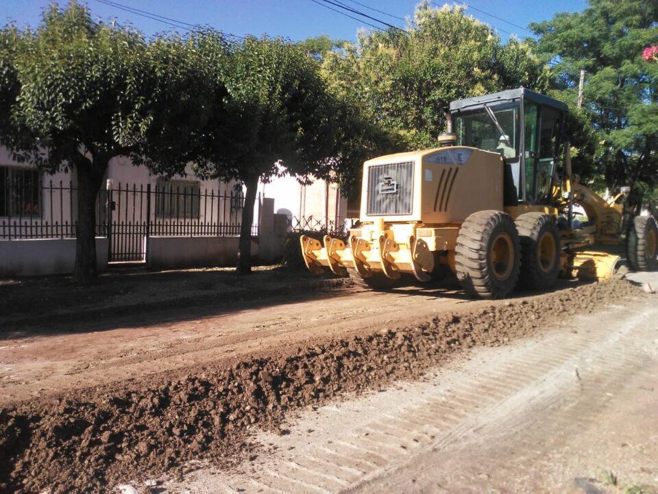 Luego de las intensas lluvias, la Municipalidad trabaja en el arreglo de calles de tierra