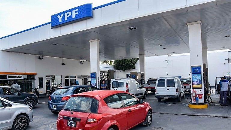 ¡Otra vez! YPF aumentó un 3,5% los combustibles