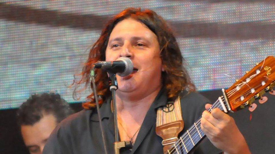 """La Plaza de tu barrio"": Pablo Lobos cantará hoy en barrio Córdoba"