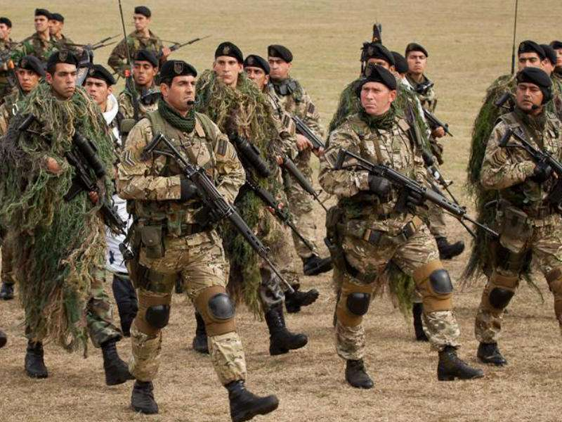 Aumentan salarios para militares y fuerzas de seguridad
