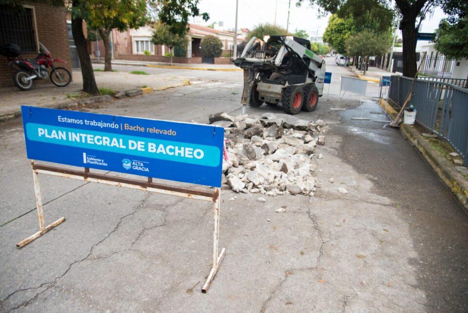 Continua el plan de reparación de calles de la ciudad