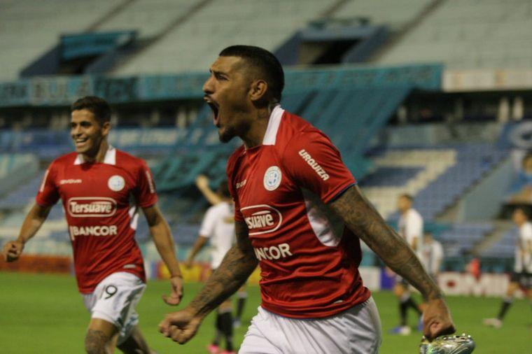Belgrano le ganó a Estudiantes de Caseros y es líder de su grupo