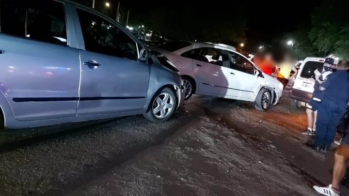 Fuerte impacto de dos automóviles en Villa La Bolsa