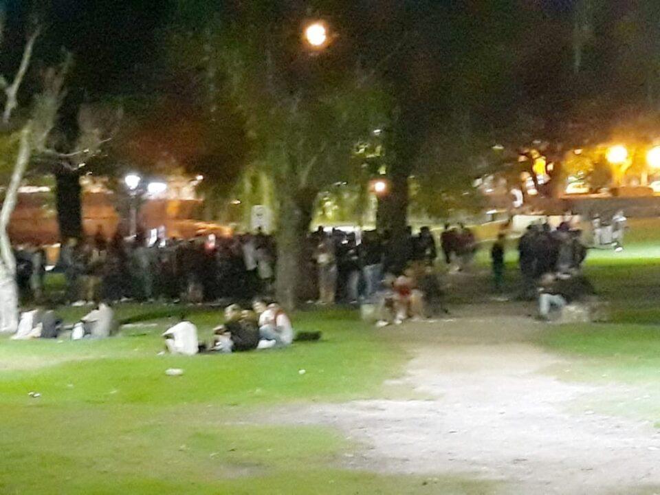 """Insólito: En el Tajamar había una """"fiesta"""" de más de 100 personas"""