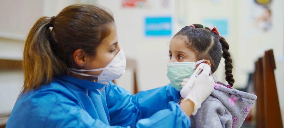 En un mes los contagios en niños y adolescentes aumentaron más rápido que entre adultos